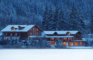 Haus am See Winteransicht